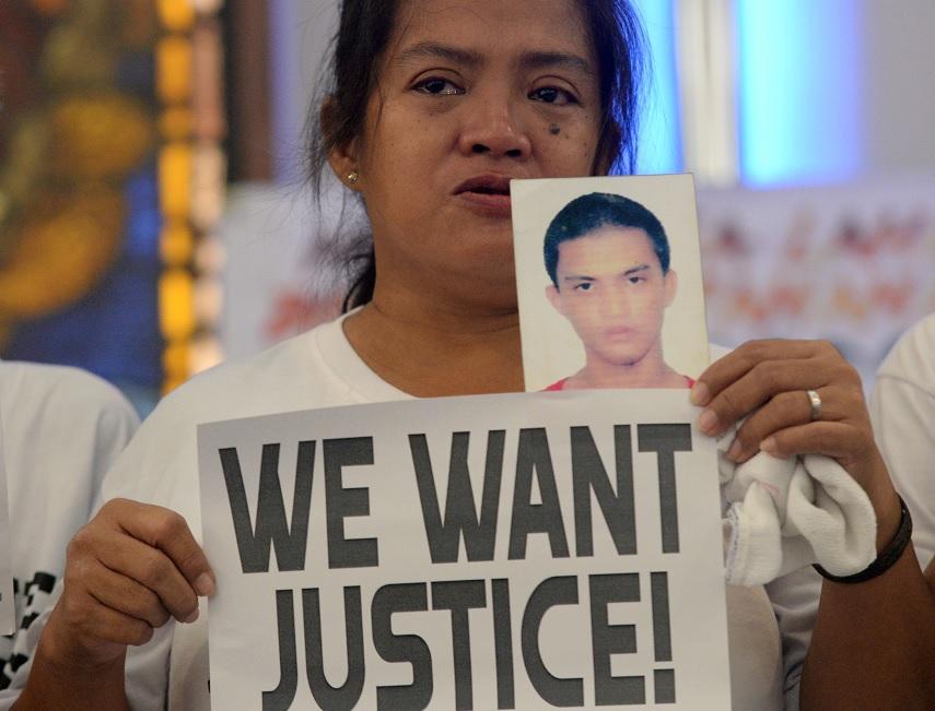 Denuncian a Duterte en La Haya por crímenes en Filipinas