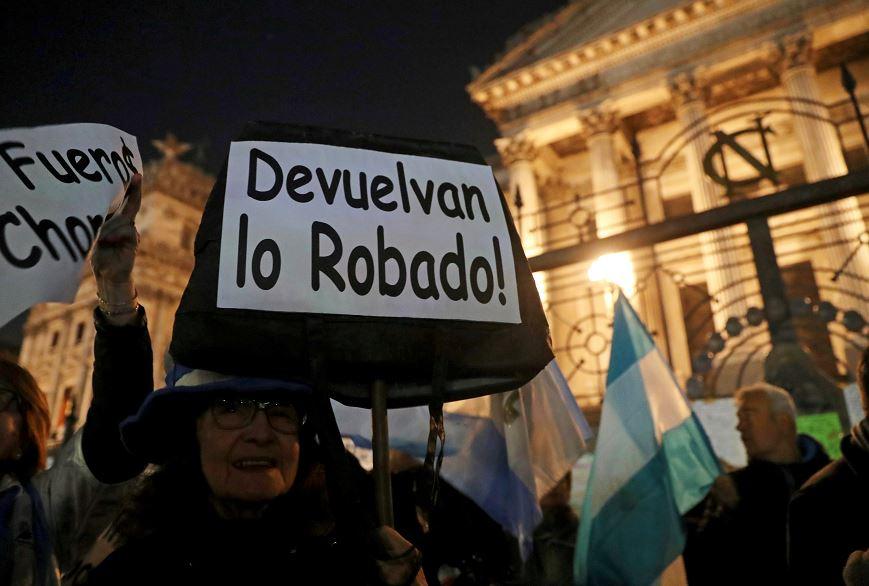 '¡Devuelvan lo robado!'; exigen desafuero de Kirchner