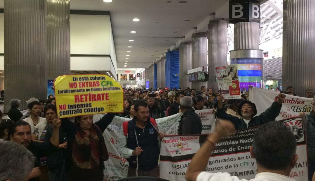 Manifestación en aeropuerto CDMX cierra estación del metro por horas
