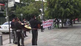 Se plantan mariachis Polanco para cobrar deuda