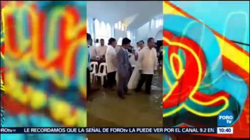 Extra Extra Pareja Se Casa A Pesar De Inundación Iglesia Filipinas Boda El Reporñero