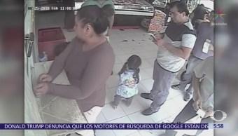 Mujer roba alcancía con propinas de un negocio en Azcapotzalco
