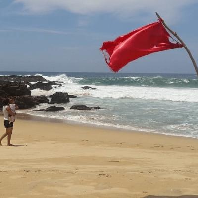 'Ileana' causa alto oleaje en Oaxaca