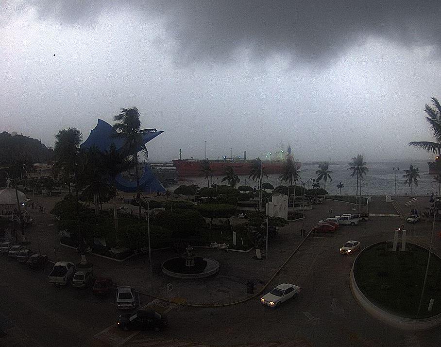 Tormenta tropical 'Ileana' se integra al huracán 'John'