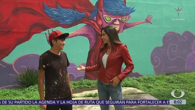 Paola Rojas platica con Chula Records en Central de Abasto