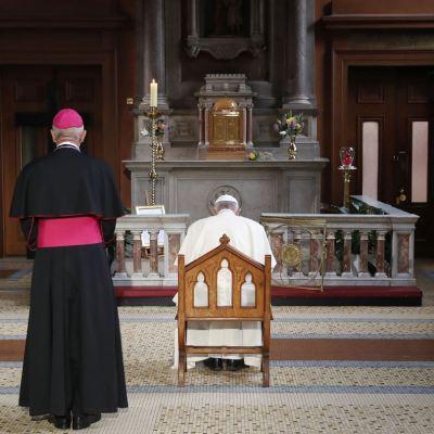 Papa Francisco se reúne con víctimas de abusos sexuales en Irlanda