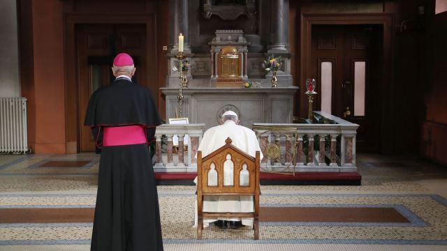 Papa Francisco se reúne con víctimas de abusos sexuales