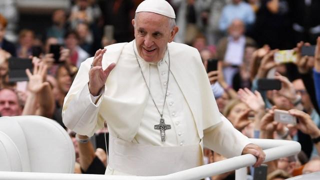 Papa Francisco defiende matrimonio frente a familias