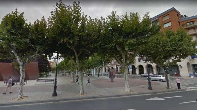 Abuelo es rociado con nata por jóvenes en Logroño