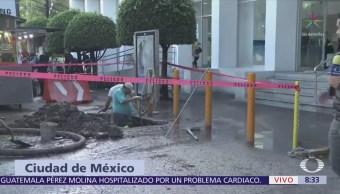 Personal de Sacmex reparan fugas de agua en Insurgentes