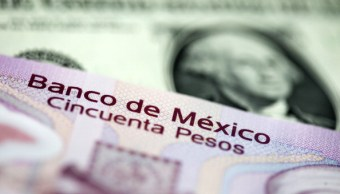 Peso mexicano se devalúa, dólar estadounidense al alza