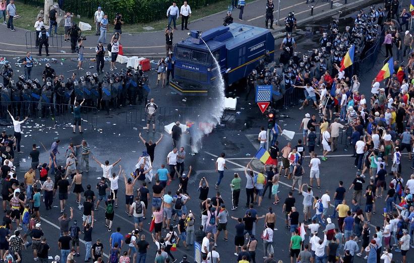 Protesta antigubernamental en Rumania deja 400 heridos