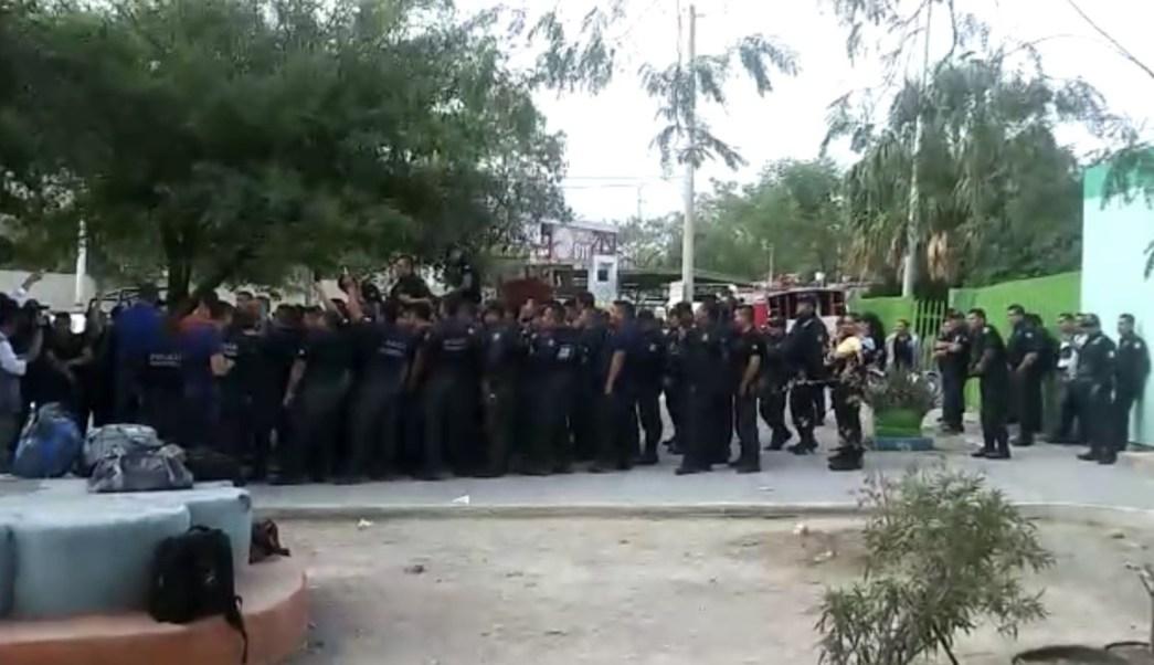 Policías de Nuevo León realizan paro de labores