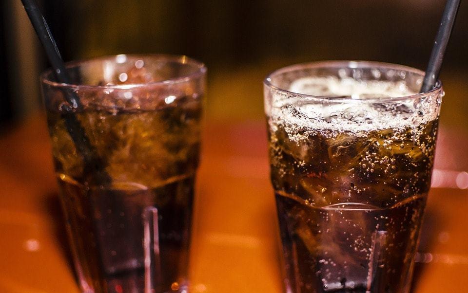refrescos-imagen-ilustrativa-prohiben-restaurantes-servir-bebidas-azucaradas-ninos