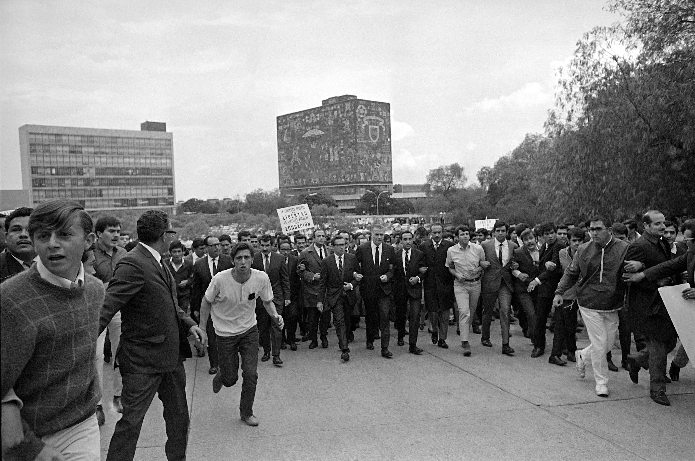 rector-unam-mexico-68-1968-marcha-protesta-2-octubre-universidad-cu-rectoria