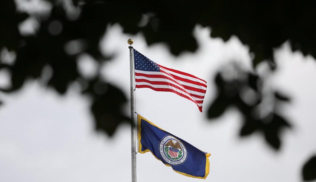 Reserva Federal prevé alza de tasas de interés pronto