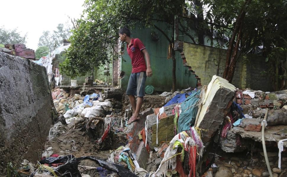 Inundaciones en India provocan más de mil muertos