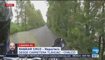 Retiran camión de carga tras volcar carretera Tláhuac-Chalco