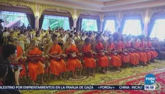 Niños de Tailandia concluyen periodo como monjes novatos