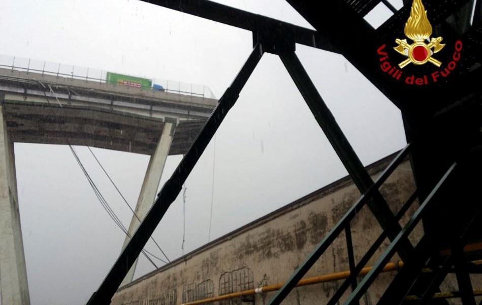 Se derrumba puente en autopista de Génova