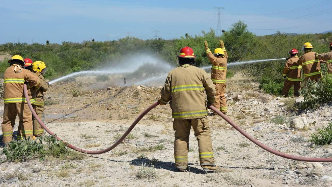 Toma clandestina provoca incendio ducto de Pemex Guanajuato