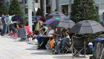 Por intenso sol y calor Japón pide a hombres usar sombrilla