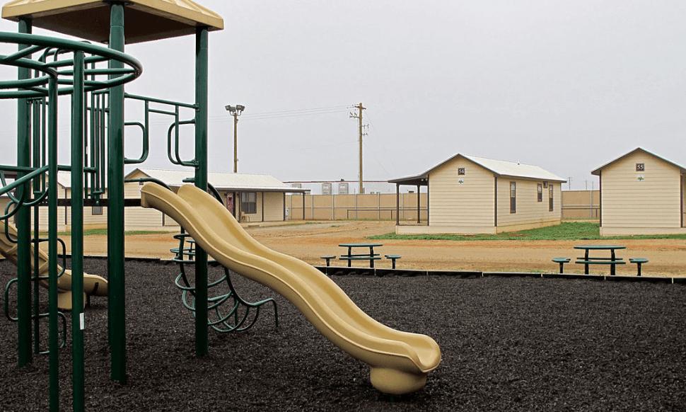 Muere niña migrante tras detención en Texas