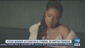 Stevie Wonder y Jennifer Hudson en funeral Aretha Franklin