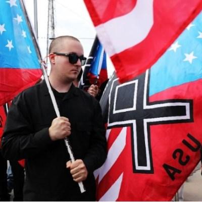 Supremacistas marchan a la Casa Blanca en aniversario de Charlottesville