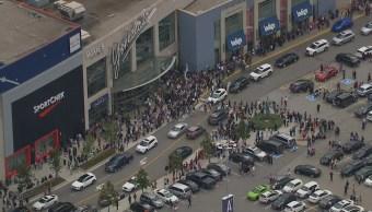 Desalojan centro comercial en Toronto por reporte de tiroteo