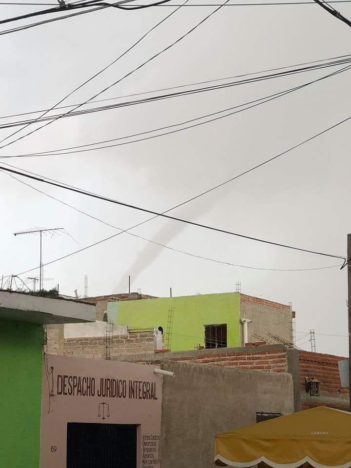 Tornado sorprende a habitantes de Villa Corona