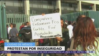 Trabajadores del hospital La Raza protestan por inseguridad