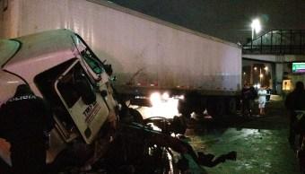 Choque de tráiler y camionetas en CDMX causan severos daños
