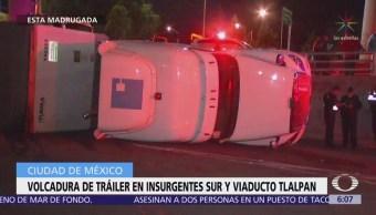 Vuelca camión doble remolque en Insurgentes, CDMX