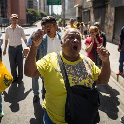 Pensionados de Venezuela protestan para exigir pagos
