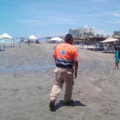 Restringen actividades marítimas en Acapulco por mar de fondo