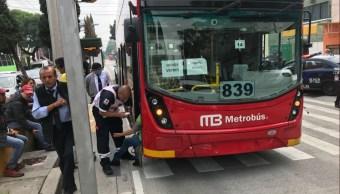 Accidente en Metrobús Línea 7 deja seis lesionados