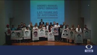 AMLO se reúne con padres de normalistas desaparecidos