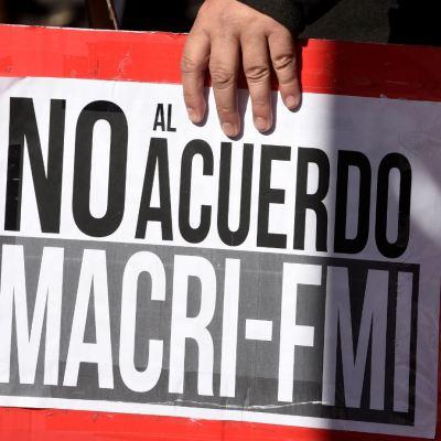 Argentina busca adelantar financiamiento del FMI en Washington