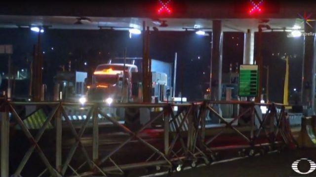Automovilistas realizan bloqueo en la México-Puebla