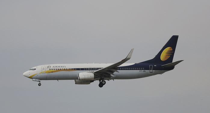 Pasajeros de avión sangran por nariz y oídos por problema de presurización