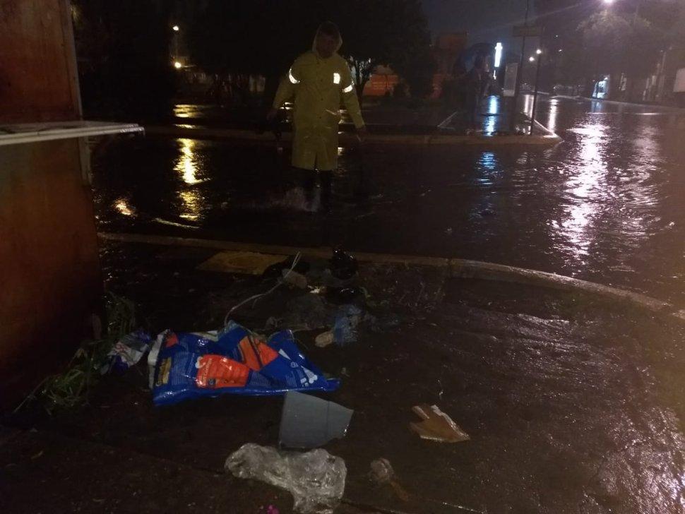 Basura en las alcantarillas propiciaron la inundaciones