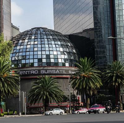 Bolsa Mexicana opera en números verdes, espera alza de tasas de la Fed