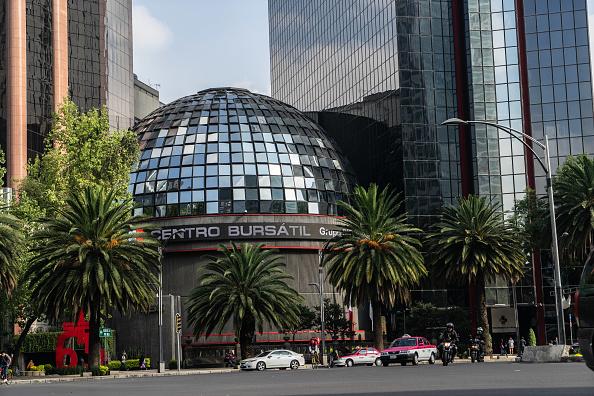 Bolsa Mexicana opera en verde, espera alza de tasas de Fed