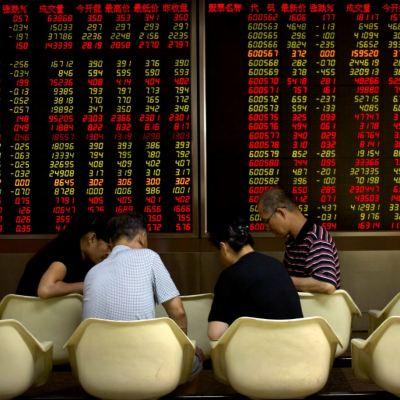 Bolsas de Tokio y China suben, esperan conversaciones comerciales con EU