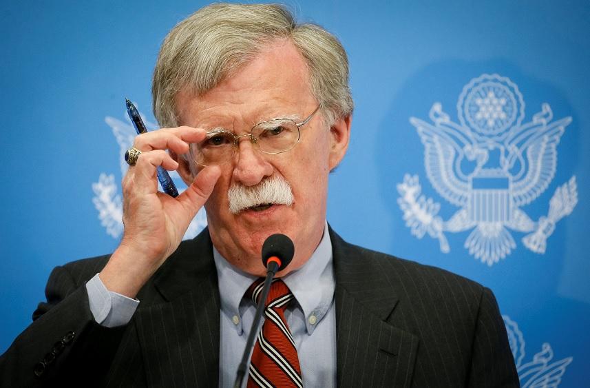 Amenaza con sanciones a jueces de Corte Penal Internacional