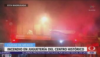 Bomberos sofocan incendio en juguetería del Centro Histórico