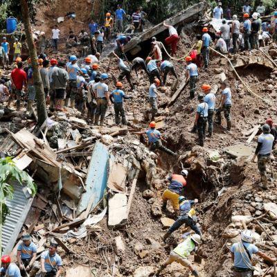 Buscan al menos a cien filipinos sepultados en mina tras paso de tifón Mangkhut
