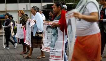 Protestan en la CDMX por investigación del caso Ayotzinapa