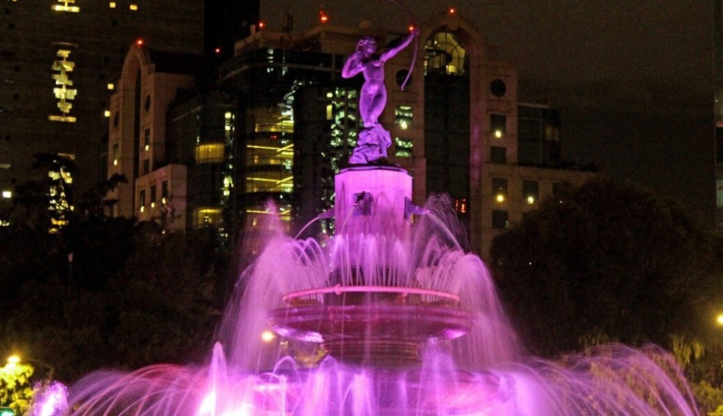 CDMX se ilumina de rosa contra el cáncer de mama